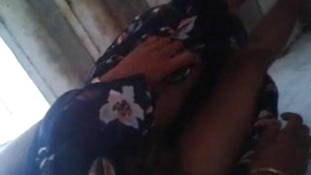 સ્માર્ટ એશિયન છોકરી બેસી અને આનંદ માં ચહેરા સનીલીયોન ના સેકસી બીપી વીડીયો ની કંપની માં આ પ્રક્રિયા હોમ સેક્સ
