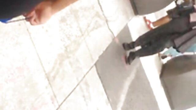 Slutty કાળી બીપી વીડીયો સેકસી ફુવારો અને fucks રબર નકલી લોડો રસોડામાં